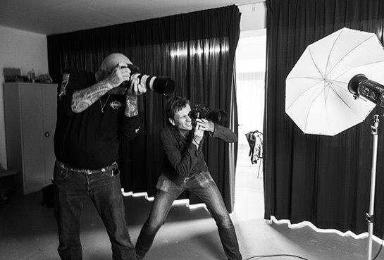 Blinkcursisten tijdens een modelworkshop aan het werk in de studio van BLINKfotografie